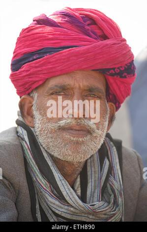 Rajasthani man in pink turban, Pushkar, Rajasthan, India - Stock Image