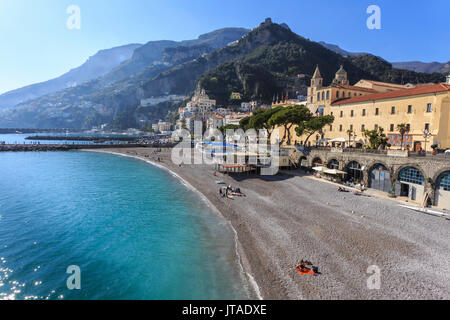 People on beach in spring sun, Amalfi, Costiera Amalfitana (Amalfi Coast), UNESCO World Heritage Site, Campania, Italy, Europe - Stock Image