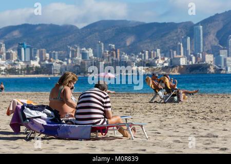 Poniente Beach, Benidorm, Costa Blanca, Spain, 24nd January 2018. Temperatures of 27 Celsius were recorded in Murcia, - Stock Image