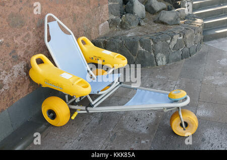 Beach wheelchair wheelchairs access accessible accessibility wheel chair chairs rough ground uneven surfaces surface - Stock Image