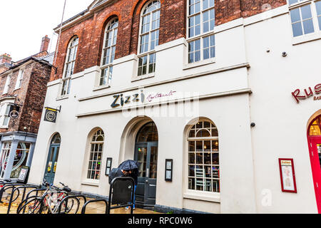 Zizzi Italian Restaurant, Zizzi Italian Restaurants, Zizzi Restaurant, Zizzi Italian Restaurant sign, Zizzi, Italian Restaurant, Zizzi Italian UK - Stock Image