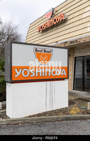 Yoshinoya, Beef Bowl, Japanese gyudon (beef bowl) restaurant, sign; Cupertino, California, USA - Stock Image