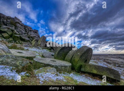 Stanage Edge, Peak District National Park, Derbyshire. 27th January 2019. UK Weather: Snow & Millstones at Stanage Edge, Peak District National Park, Derbyshire HDR Image Credit: Doug Blane/Alamy Live News - Stock Image