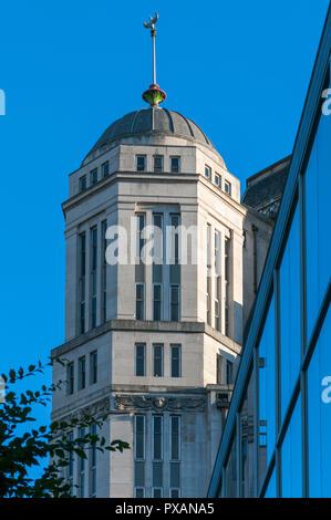 Corner turret on Sunlight House (Joseph Sunlight 1932), Quay Street, Manchester, England, UK - Stock Image