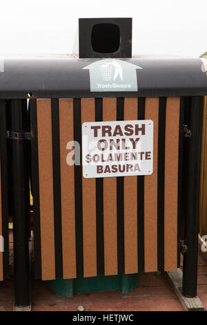 Trash only can sign in English and Mexican solamente basura - Stock Image