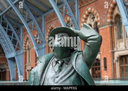 John Betjeman Statue at St Pancras Station, London - Stock Image