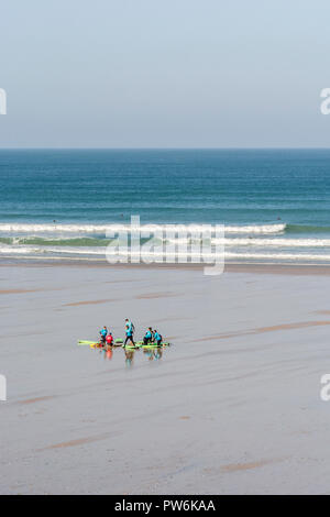 Surfers at Newquay, Cornwall. - Stock Image
