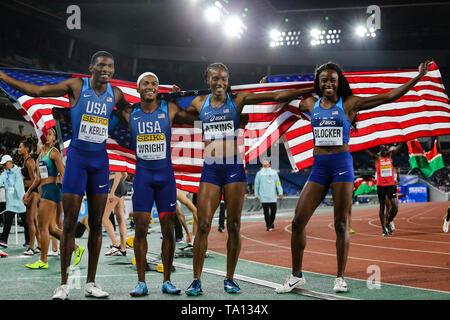 YOKOHAMA, JAPAN - MAY 12: My'Lik Kerley and Dontavius Wright celebrate with teammates Joanna Atkins and Jasmine Blocker of the USA after they won the mixed 4x400m relay final during Day 2 of the 2019 IAAF World Relay Championships at the Nissan Stadium on Sunday May 12, 2019 in Yokohama, Japan. (Photo by Roger Sedres for the IAAF) - Stock Image