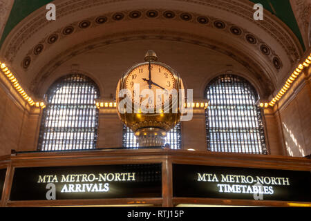 Clock in the Main Concourse information booth, Grand Central Terminal, Manhattan, New York, USA - Stock Image