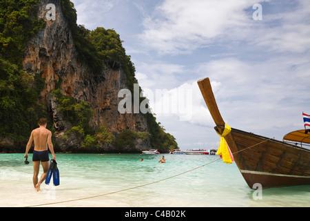 Thailand, Krabi, Ko Phi Phi Don. Man going snorkelling in the clear waters of Ko Phi Phi Don. - Stock Image