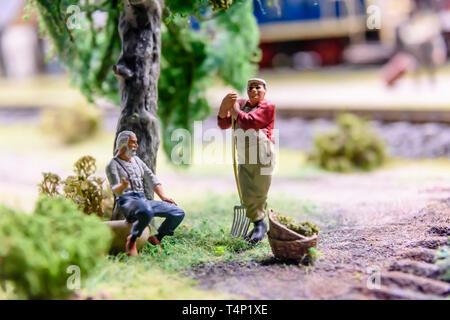 Miniature model of farmers having a rest, at Kolejkowo, Wrocław, Wroclaw, Wroklaw, Poland - Stock Image