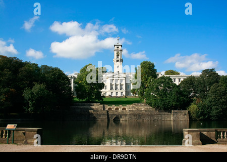 Nottingham University, Trent Building and Lake. - Stock Image