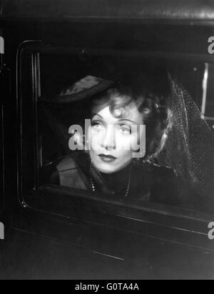 Marlene Dietrich / Pittsburgh / 1942 directed by Lewis Seiler (Universal Pictures) - Stock Image