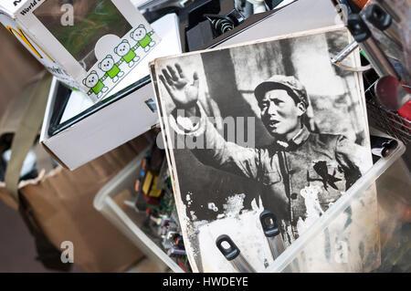 SHAM SHUI PO, HONG KONG - FEB 16, 2014 - Old photo of Chairman Mao at a Hong Kong antique market - Stock Image