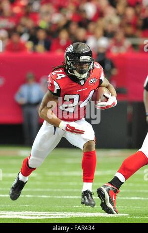 Atlanta Georgia. 3rd Jan, 2016. Atlanta Falcons RB Freeman, Devonta (#24) in action during NFL game between New - Stock Image