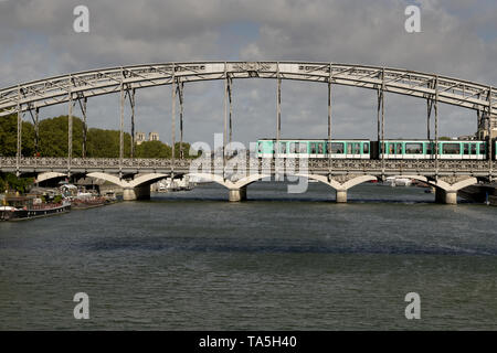 FRANCE, PARIS, 2019-04: Viaduc d'Austerlitz  is solely dedicated to Line 5 of the Paris Métro. It links Gare d'Austerlitz on the left bank to Quai de  - Stock Image
