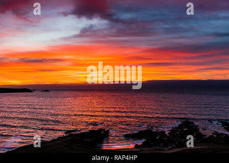 Red skies at sunset over Fistral Beach, Newquay, Cornwall, UK - Stock Image