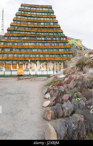 Incomplete Mani tower made of Mani stone plates enroute Lingkhor kora, Lhasa, Tibet. - Stock Image