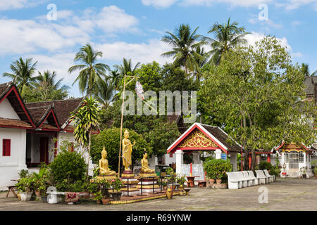 Golden Buddhist statues in Wat Mai Suwannaphumaham temple complex. Luang Prabang, Louangphabang province, Laos, southeast Asia - Stock Image