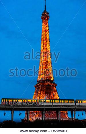 A Metro train crosses the RIver Seine over the Bir Hakeim Bridge, Paris, France. - Stock Image