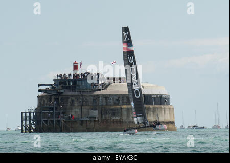 Portsmouth, UK. 25th July 2015. Oracle Team USA flies a hull with Spitbank Fort in the background during racing. - Stock Image
