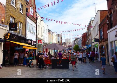 Windsor, UK. 22nd July 2018. UK Weather: Blue sky with clouds on a hot day in Windsor. Matthew Ashmore/Alamy Live News - Stock Image