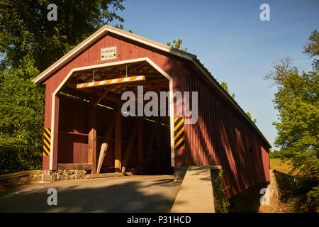 The Amish Covered Bridge, Amish Country, Lancaster County, Pennsylvania, USA - Stock Image