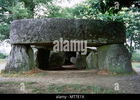 France, Brittany. Essé. La Roche-aux-Fees (The Faireis' Rock). Neolithic passage grave. Departament of Ille-et-Vilaine. Covered passage of stone blocks. 3000- 2500 BC. - Stock Image