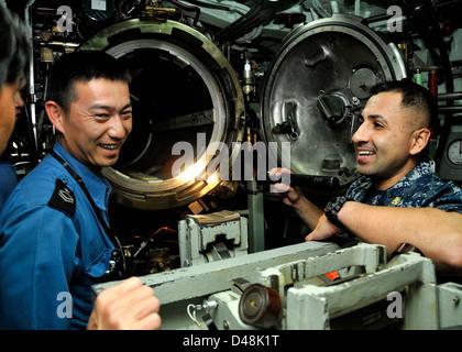 USS Greeneville hosts Japanese sailors. - Stock Image