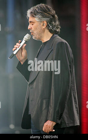 Italian tenor Andrea Bocelli performs during the Concert for Diana at the Wembley stadium of London, United Kingdom, - Stock Image