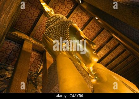 Thailand, Bangkok. Reclining Buddha statue at Wat Pho. - Stock Image