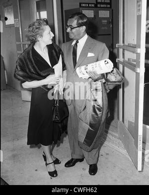 Judith Anderson, actress, with songwriter Irving Berlin at the Playhouse in Palm Beach, Florida, ca 1955 - Stock Image