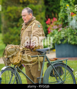 Woodhall Spa 1940s Festival - Home Guard stood with his bicycle - Stock Image