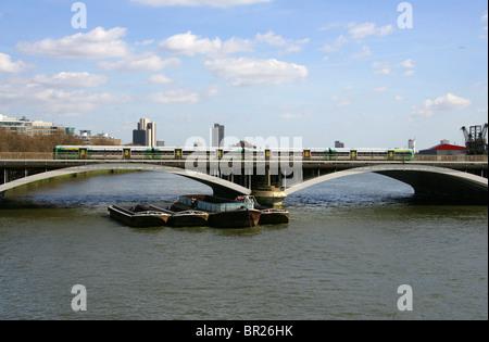 Grosvenor Bridge or Victoria Railway Bridge, London, UK.  Viewed from Chelsea Bridge. - Stock Image
