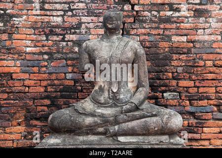 Ruined Buddha statue at Wat Chaiwatthanaram in Ayutthaya, Thailand. - Stock Image