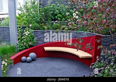 Contemporary garden patio and seating - Stock Image