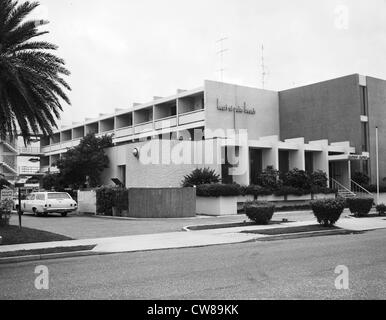 Exterior of the newly built Heart of Palm Beach motor hotel on Royal Palm Way in Palm Beach, Florida, 1981 - Stock Image