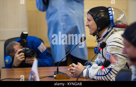 Expedition 51 Flight Engineer Jack Fischer of NASA speaks with his family after having his Russian Sokol suit pressure - Stock Image