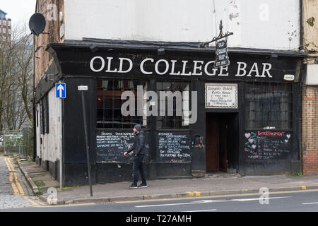 Old College Bar, High Street, Glasgow, Scotland, UK - Stock Image
