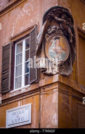 Building corner Medallion, Rome, Lazio, Italy - Stock Image