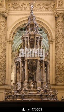 Processional Custodia, 1580-87. Sculptor: Juan de Arfe y Vilafane (1535-1603). Cathedral of Seville. Andalusia. Spain. - Stock Image