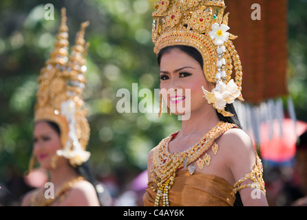 Thailand, Surin, Surin. Thai dancer in ornate costume during the Elephant Roundup festival. - Stock Image