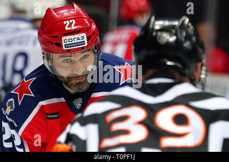 Moscow, Russia. 21st Mar, 2019. MOSCOW, RUSSIA - MARCH 21, 2019: HC CSKA Moscow's Alexander Popov (L) in Leg 5 of their 2018/19 KHL Western Conference semi-final playoff tie against HC Dynamo Moscow, at CSKA Arena. Mikhail Tereshchenko/TASS Credit: ITAR-TASS News Agency/Alamy Live News - Stock Image