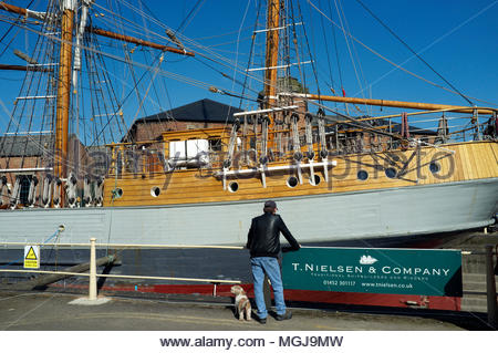 T.Nielsen & Company - traditional ship builders and riggers. The tall sailing ship Kaskelot undergoing repairs in the Gloucester docks shipyard. Glouc - Stock Image
