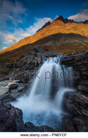 Evening light on the mountain Store Vengetind, 1852 m, in Vengedalen valley, Møre og Romsdal, Norway. Credit: Oyvind Martinsen/ Alamy Live News - Stock Image