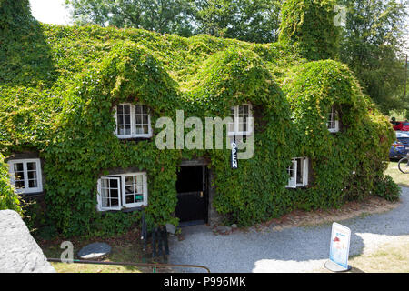 Tu Hwnt i'r Bont 15th century courthouse, now tea tooms, Llanrwst, Clwyd, Wales - Stock Image