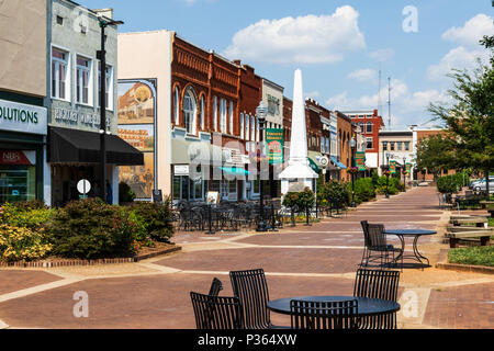 HICKORY, NC, USA-9 JUNE 18: Main square in downtown Hickory, a small southern city. - Stock Image