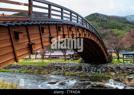 This bridge crosses the Narai River, which runs parallel to the main street. Extending 30 meters, it is one of the longest arched wooden bridges in Ja - Stock Image