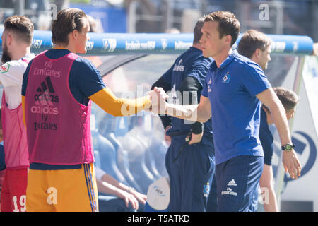 Hamburg, Deutschland. 20th Apr, 2019. coach Hannes WOLF (right, HH) gives goalie Tom MICKEL (HH) after the final whistle his hand, handshake, gesture, gesture, disappointed, disappointed, disillusionment, disappointment, sad, frustrated, frustrated, hastate, half figure, half figure, football 2. Bundesliga, 30. matchday, HSV Hamburg Hamburg Hamburg (HH) - FC Erzgebirge Aue (AUE) 1: 1, on 20.04.2019 in Hamburg/Germany. ¬ | usage worldwide Credit: dpa/Alamy Live News - Stock Image