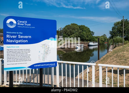 Diglis Lock at the intersection of the River Severn and Worcester - Birmingham canal. Worcestershire, West Midlands, UK - Stock Image